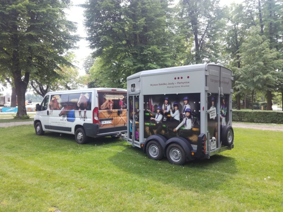 WTWK-Partynice-HORSE-TRAILER-and-CAR-foto5