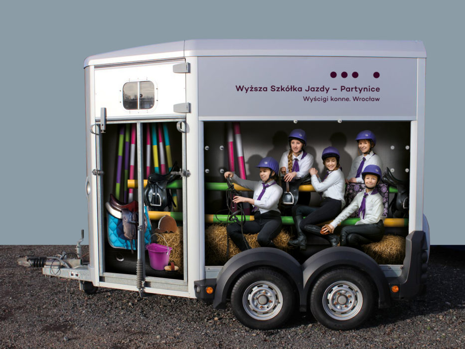 WTWK-Partynice-HORSE-TRAILER-left