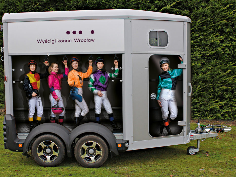 WTWK-Partynice-HORSE-TRAILER-right