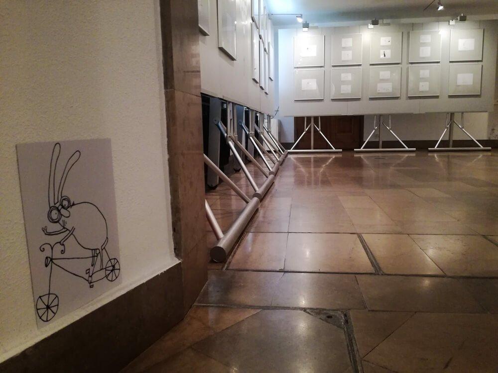 Zajac szary obywatel 01 - Muzeum Karykatury